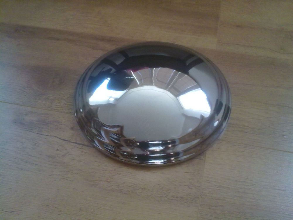 "CARLIGHT CLASSIC CARAVAN NEW MINT CONDITION 8-1/2"" HUB CAPS X 1 (FREE UK POST)"
